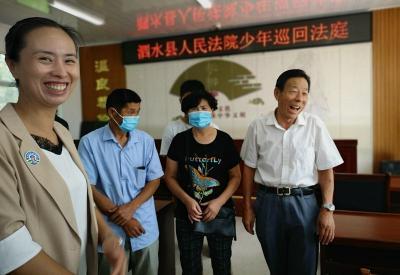 """12個部門聯動 泗水""""少年巡回法庭""""護航青少年成長"""