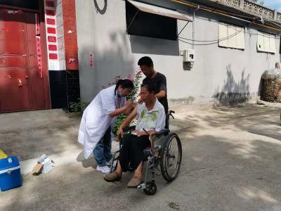 """曲阜市姚村镇:疫苗接种流动车开到""""家"""" 做足便民服务""""加法"""""""