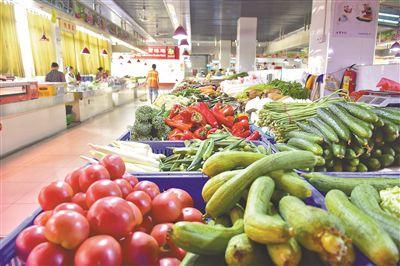 """蔬菜進入伏缺期""""菜籃子""""明顯偏沉 預計8月下旬后菜價回落"""