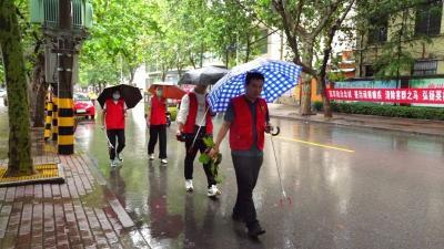 """以""""雨""""為令 聞""""汛""""而動 兗州防汛中的""""志愿紅"""""""