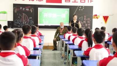 """老兵""""紅色""""講堂 開啟""""開學第一課"""""""