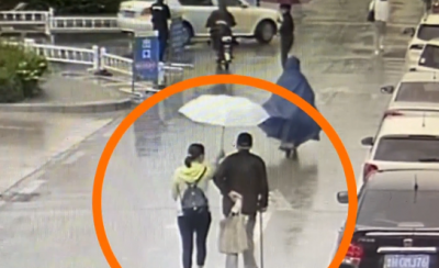 濟寧正能量   鄒城八旬老人冒雨就醫 醫生撐傘暖心護送