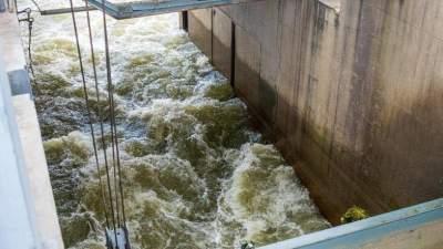 东平湖向南四湖分洪,二级坝二闸55孔全开,加大下泄流量