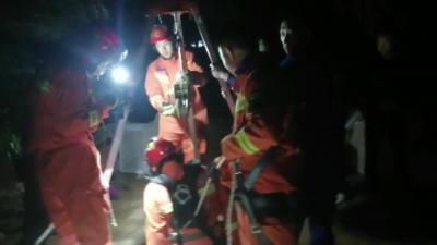 3人掉入10米地窖 新濠天地官网消防火速救援