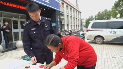 赃物集中返还!兖州警方40分钟破获盗窃电瓶案