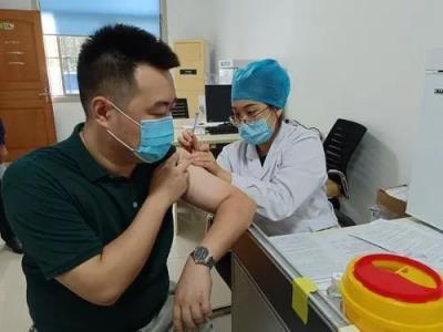 新濠天地官网高新区新冠疫苗第三剂次有序接种