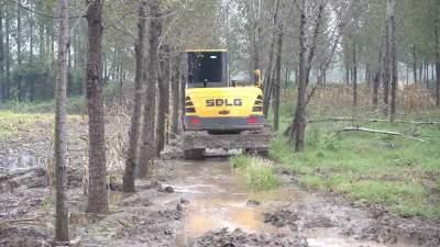 兖州:沟渠加宽 确保排水通畅