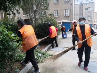 南岱社区开展创城美化小区环境志愿服务